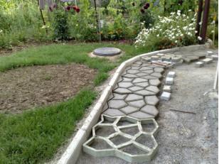 Создаем уникальную садовую дорожку на даче с помощью форм для тротуарной плитки