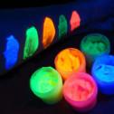 Как наносить флуоресцентные краски?