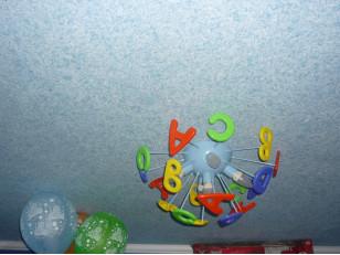 Как выбрать и наносить жидкие обои на потолок