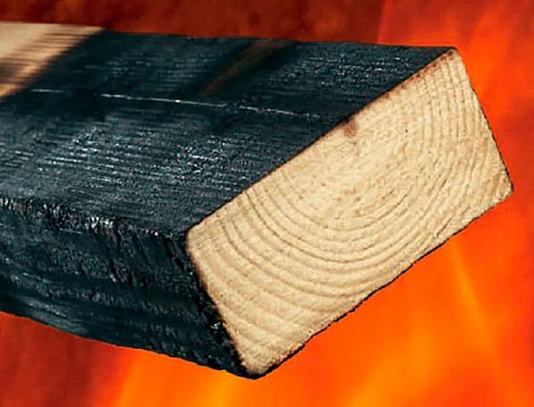 Обугленная древесина, обработанная противопожарной пропиткой