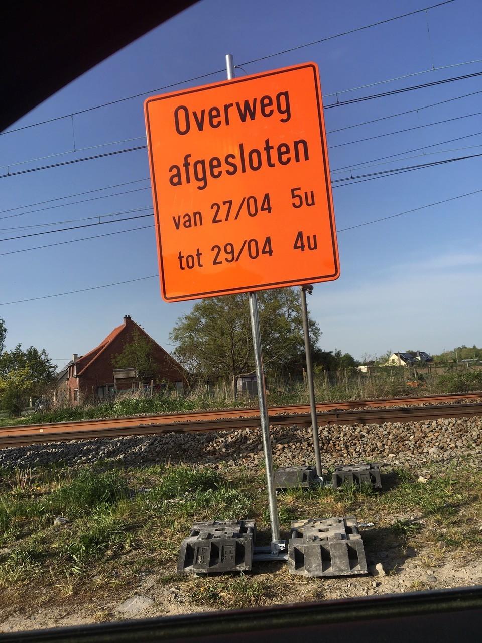 Spooroverweg gesloten