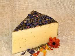 Sýr se sennými květy (cena za 100 g)