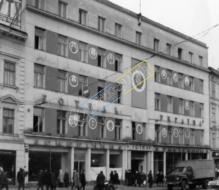 http://uamoment.com/gallery/Lviv-Mickiewicz-Square-4-386 photo