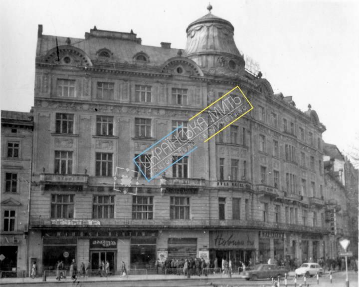 http://uamoment.com/gallery/Lviv-Mickiewicz-Square-6-7-388 photo