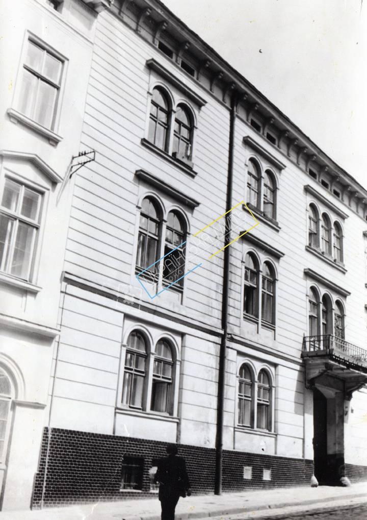 http://uamoment.com/gallery/Lviv--vul-Lisenka-3-house--XIX-century-980 photo