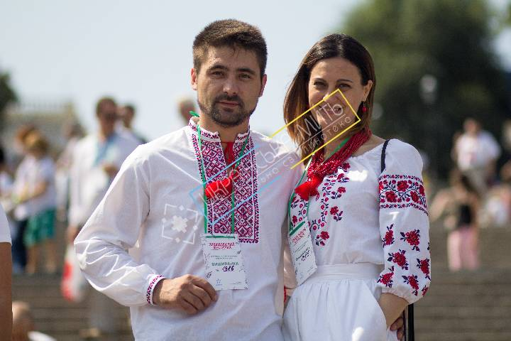 uamoment-gallery-Family-Ukrainian-embroidery-on-festival-1132 photo