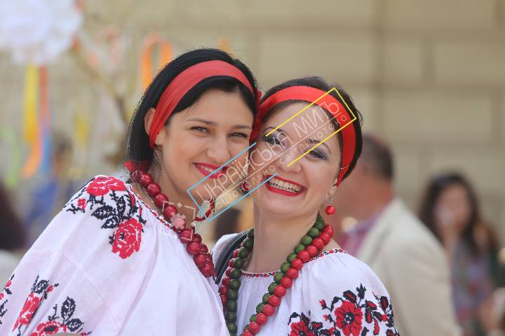 http://uamoment.com/gallery/Ukrainian-women-in-embroidered-shirts-41 photo