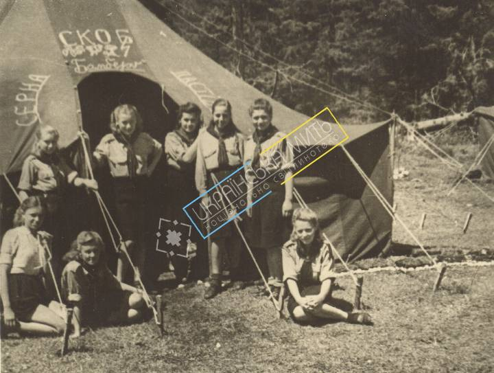 http://uamoment.com/gallery/Girl-Guides-near-tent-381 photo