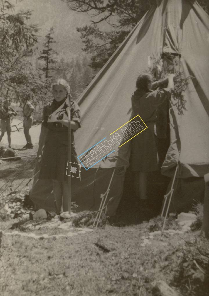 http://uamoment.com/gallery/Girl-Guides-near-tent-384 photo