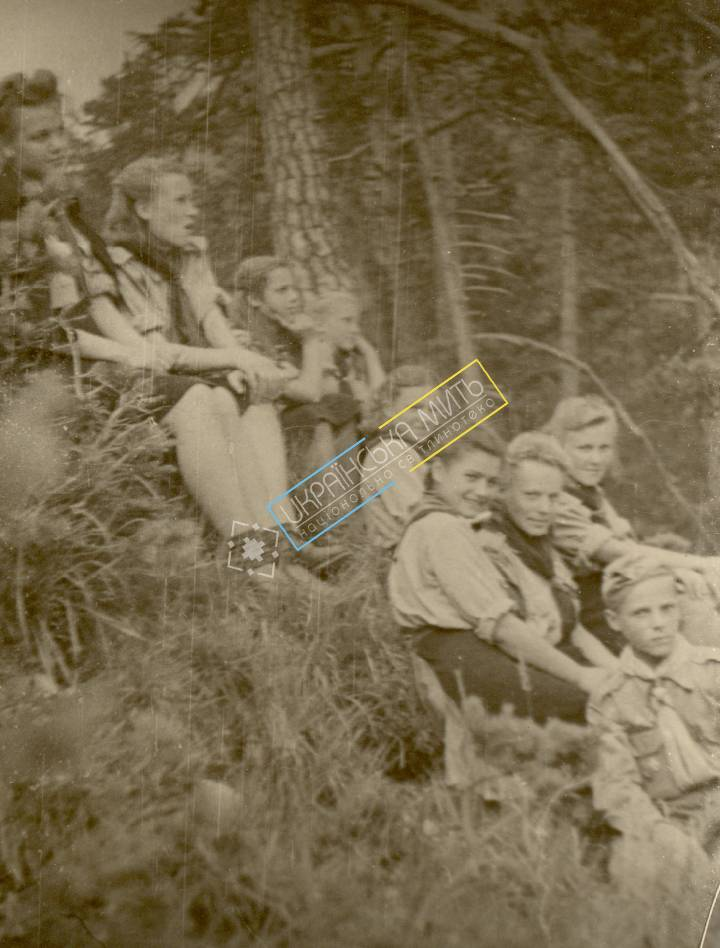 http://uamoment.com/gallery/Ukrainian-Scouts-in-1947--Germany-385 photo