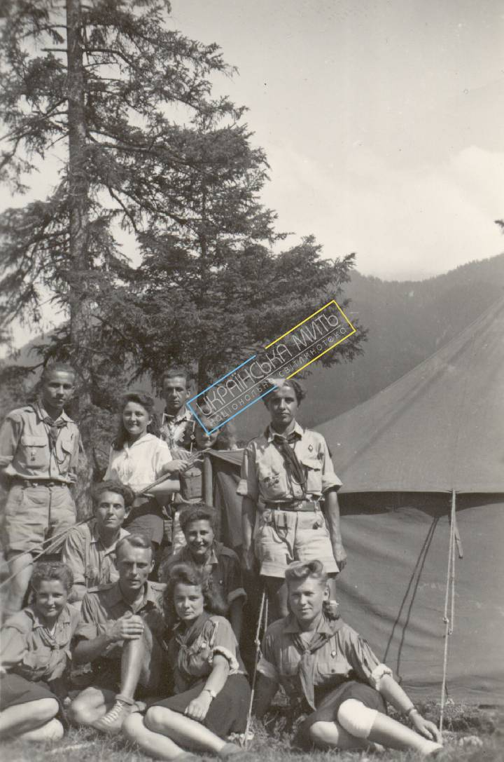 http://uamoment.com/gallery/Ukrainian-Scouts-in-1947--Germany-387 photo