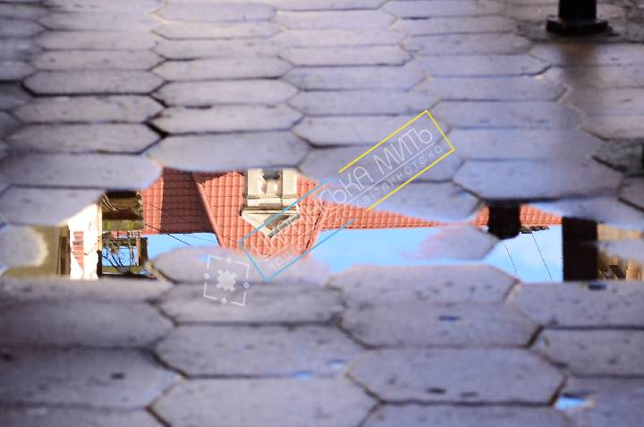http://uamoment.com/gallery/Lviv-puddle-439 photo