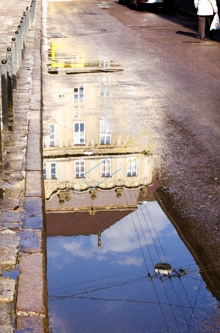 http://uamoment.com/gallery/Lviv-puddle-443 photo