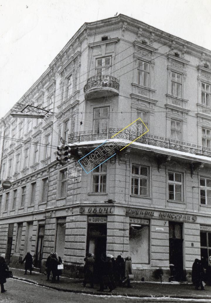 http://uamoment.com/gallery/Lviv-Market-Square-11-460 photo