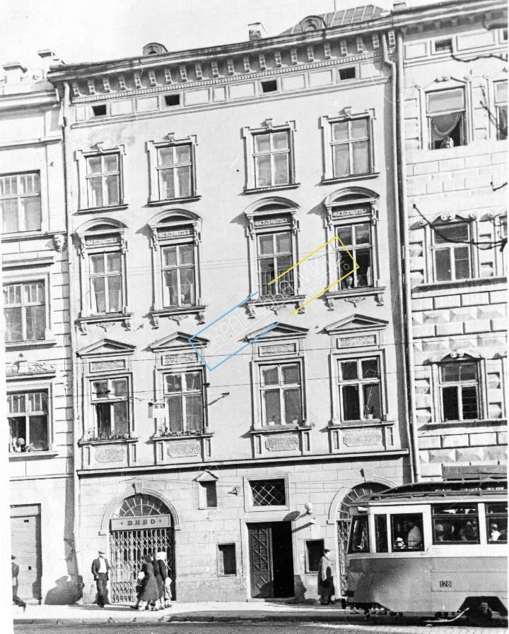 http://uamoment.com/gallery/Lviv-Market-Square-12a-461 photo