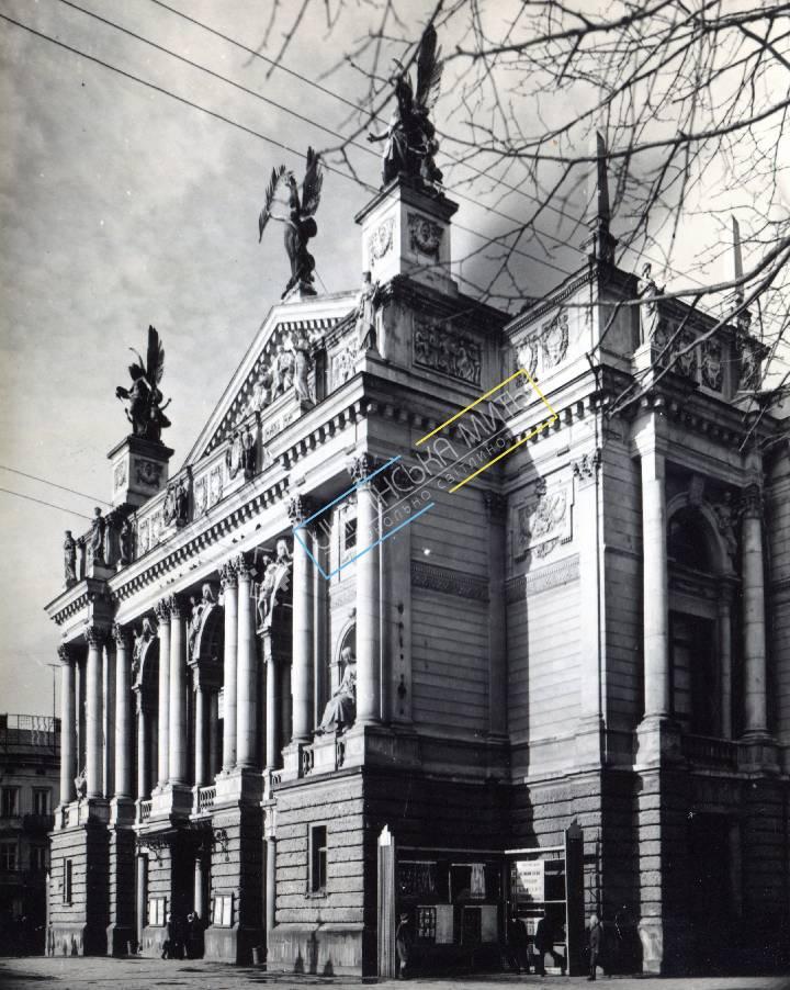 http://uamoment.com/gallery/Lviv--Svobody-Ave---Lviv-Opera-480 photo
