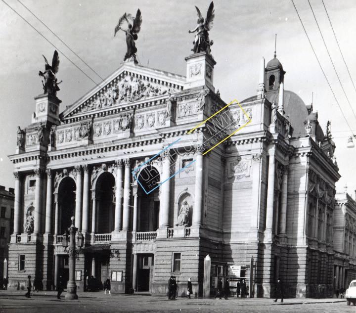 http://uamoment.com/gallery/Lviv--Svobody-Ave---Lviv-Opera-481 photo