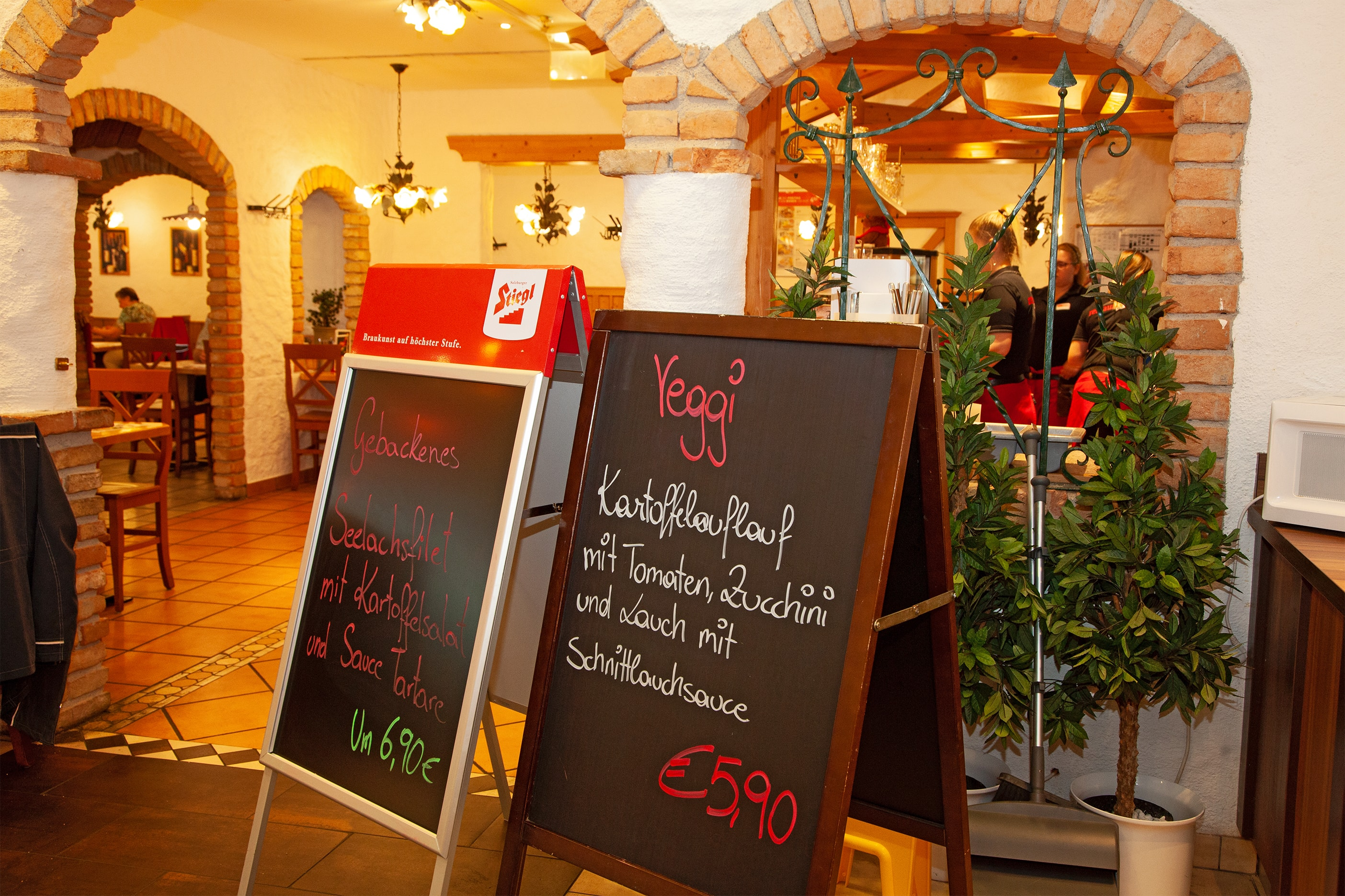 XXXLutz Restaurant im Einrichtungshaus Zell am See