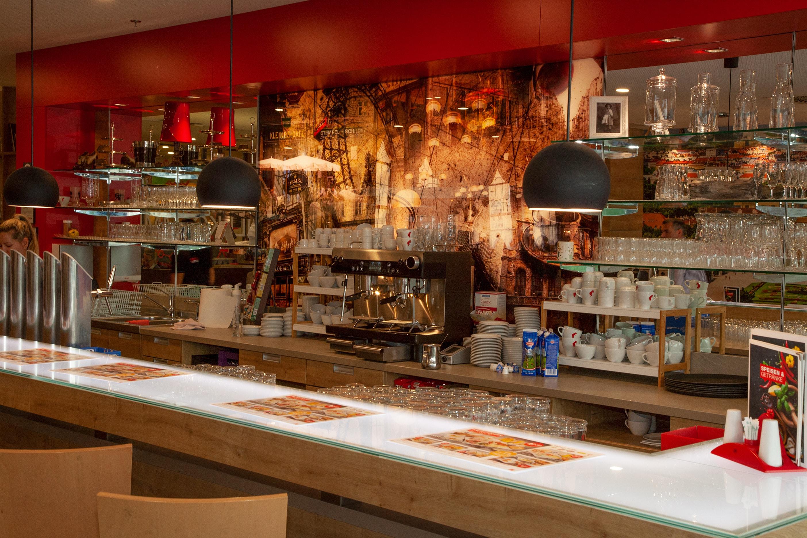 XXXLutz Restaurant im Einrichtungshaus Wels