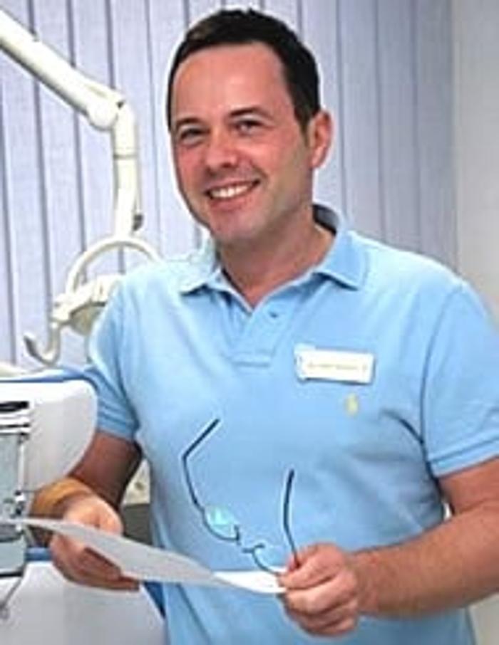 Zahnarztpraxis Dr. med. dent. Frank Friedrich, Claire-Waldoff-Straße in Berlin
