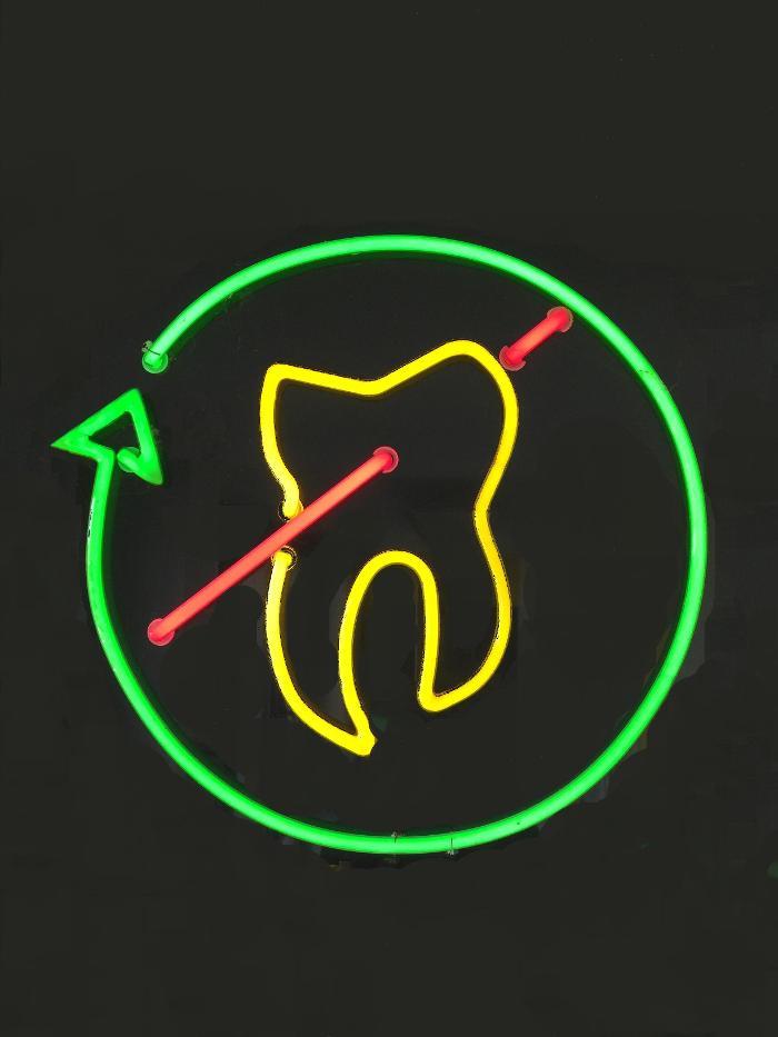 Bild zu Zahnarzt Dr. H.-W. Fromme MSc. mult. Implantologie Parodontologie Orale Chirurgie in Arnsberg