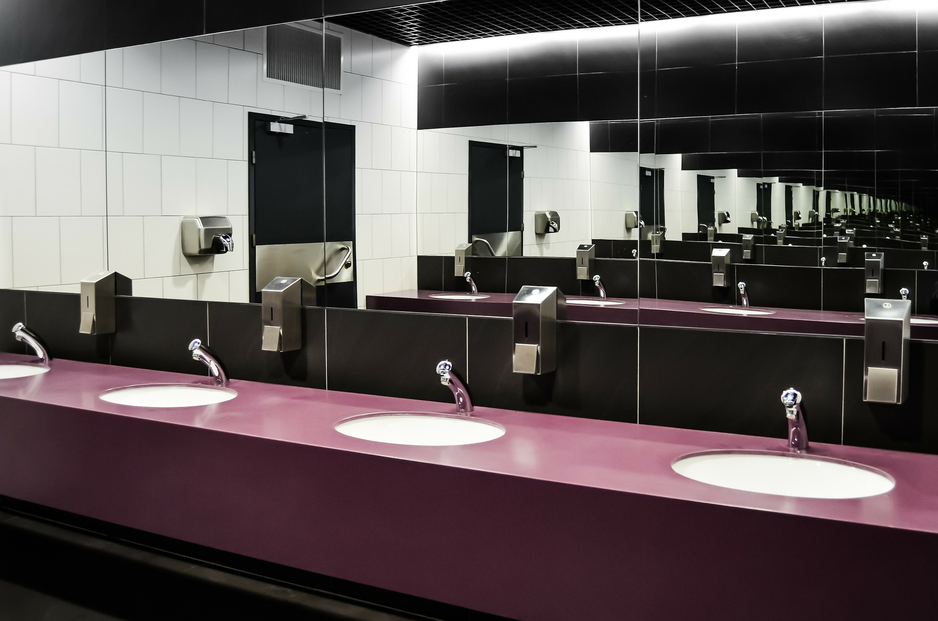 Public bathroom sinks with a lovely finish, just oozing class.