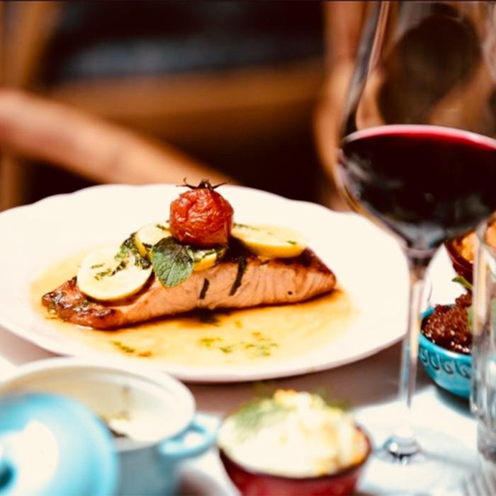 Bild zu BonVivant Fisch & Fleisch Restaurant Candle Light Dinner Abendessen Empfehlung Messe Frankfurt in Frankfurt am Main