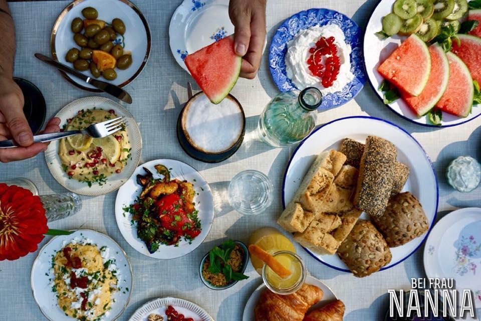 Bei Frau Nanna Restaurant mit Terrasse   Frankfurt Brunch Candle Light Dinner Empfehlung Vegan Messe
