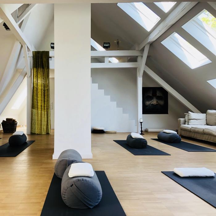 Bild zu LIVINGYOGA DÜSSELDORF Yogaschule Brigitte Wollenhaupt in Düsseldorf
