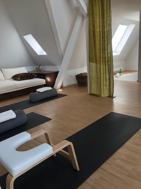 LIVINGYOGA DÜSSELDORF Yogaschule Brigitte Wollenhaupt