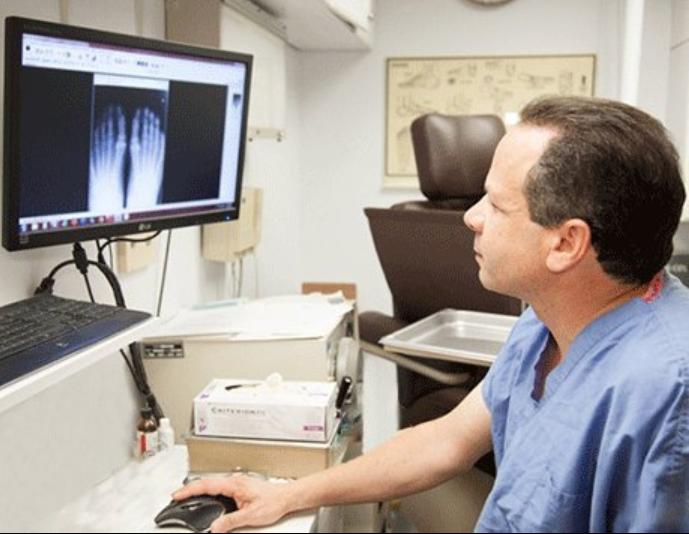Resnikoff Podiatry & Foot Surgery Centers: Adam Resnikoff, DPM - New York, NY 10017 - (212)679-3338 | ShowMeLocal.com