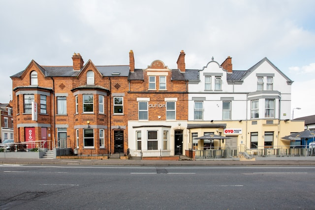 OYO Parador Lodge - Belfast, County Antrim BT7 3GR - 020 8089 3524 | ShowMeLocal.com