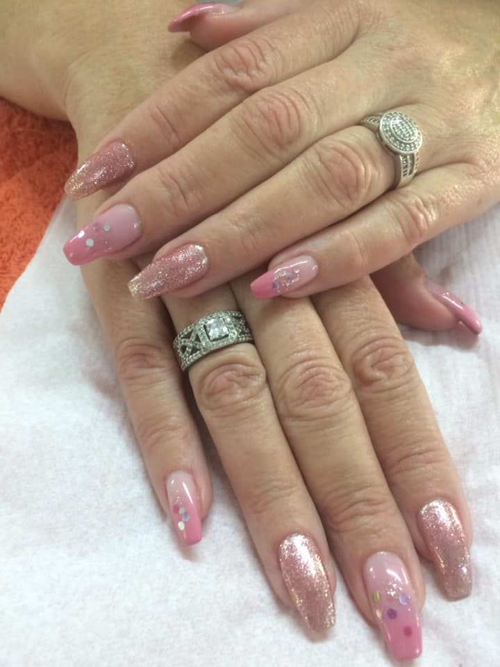 Vee's Nails and Spa