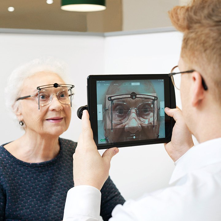 Varaa aika optikon tai silmälääkärin näöntarkastukseen