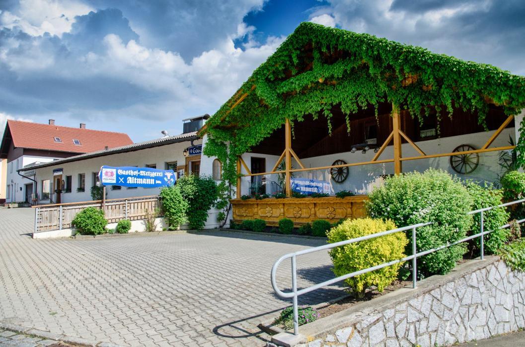 Bild zu Hotel-Gasthof-Metzgerei Altmann in Warzenried Gemeinde Eschlkam