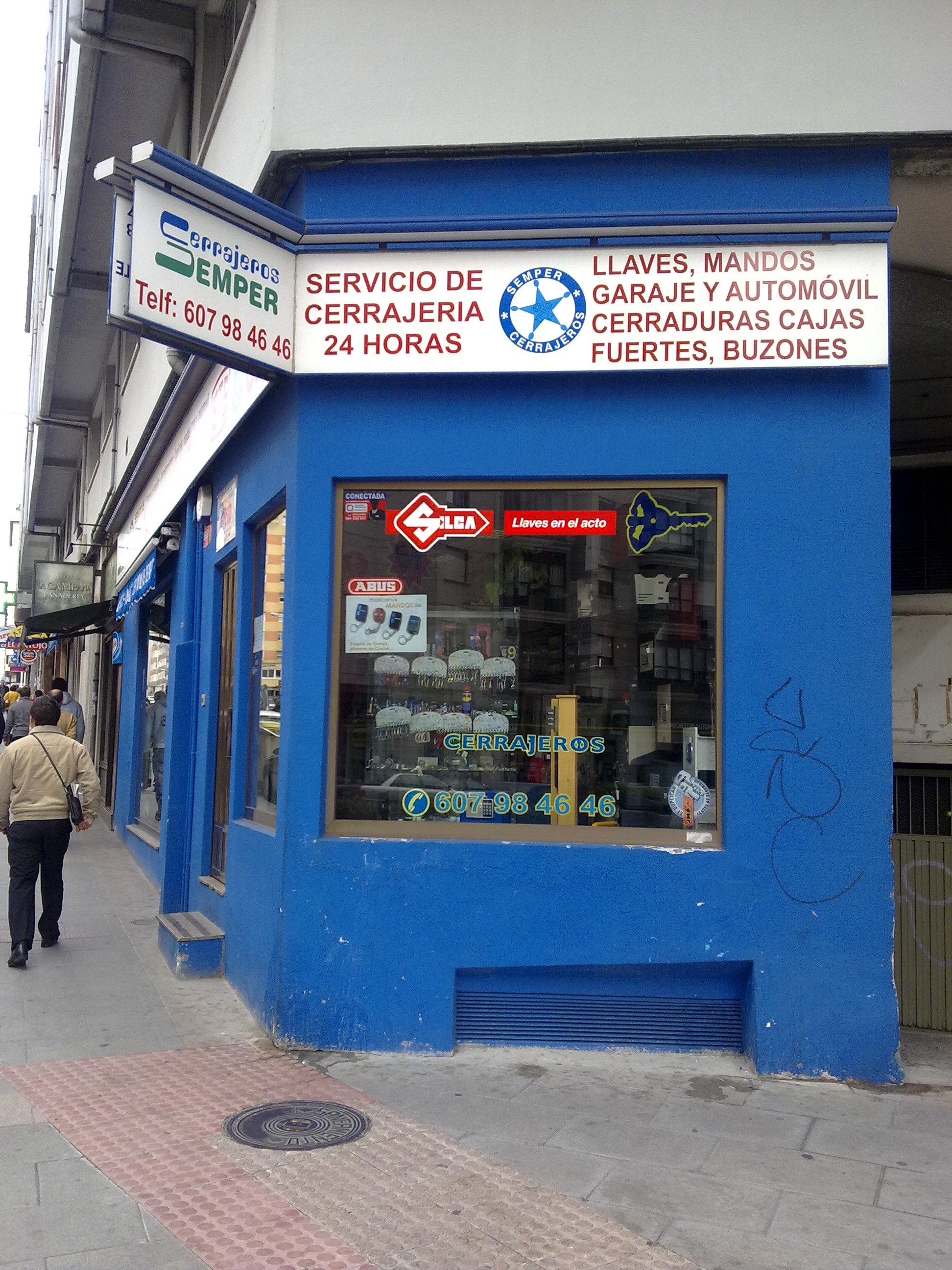 LLAVES Y MANDOS CORUÑA