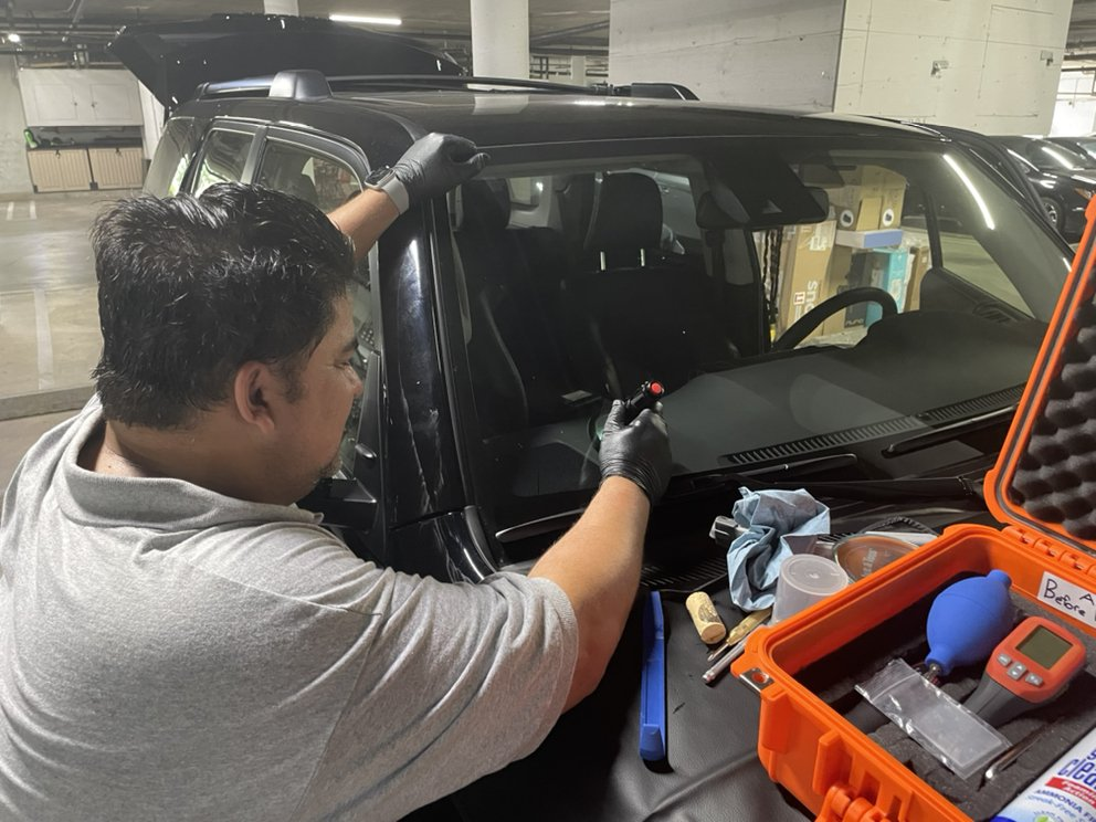 ROCKY'S WINDSHIELD ROCK CHIP REPAIR AND WINDSHIELD REPLACEMENT LLC