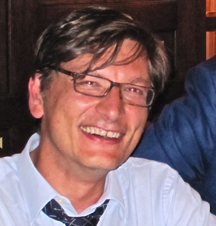 Dr ESTEBAN SCOLA