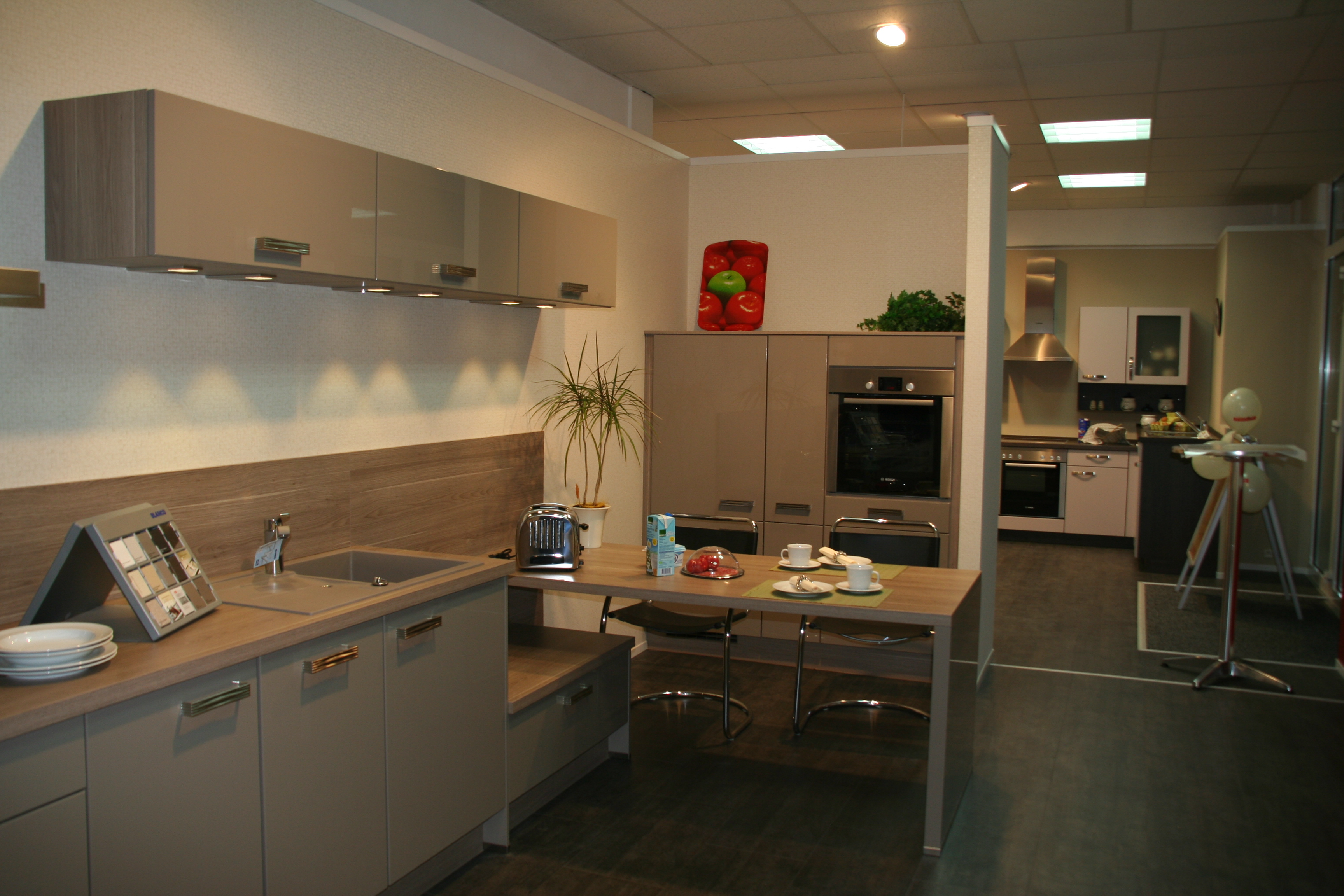 industrielle fertigung und auslieferung verarbeitende industrie gro handel in hanau. Black Bedroom Furniture Sets. Home Design Ideas