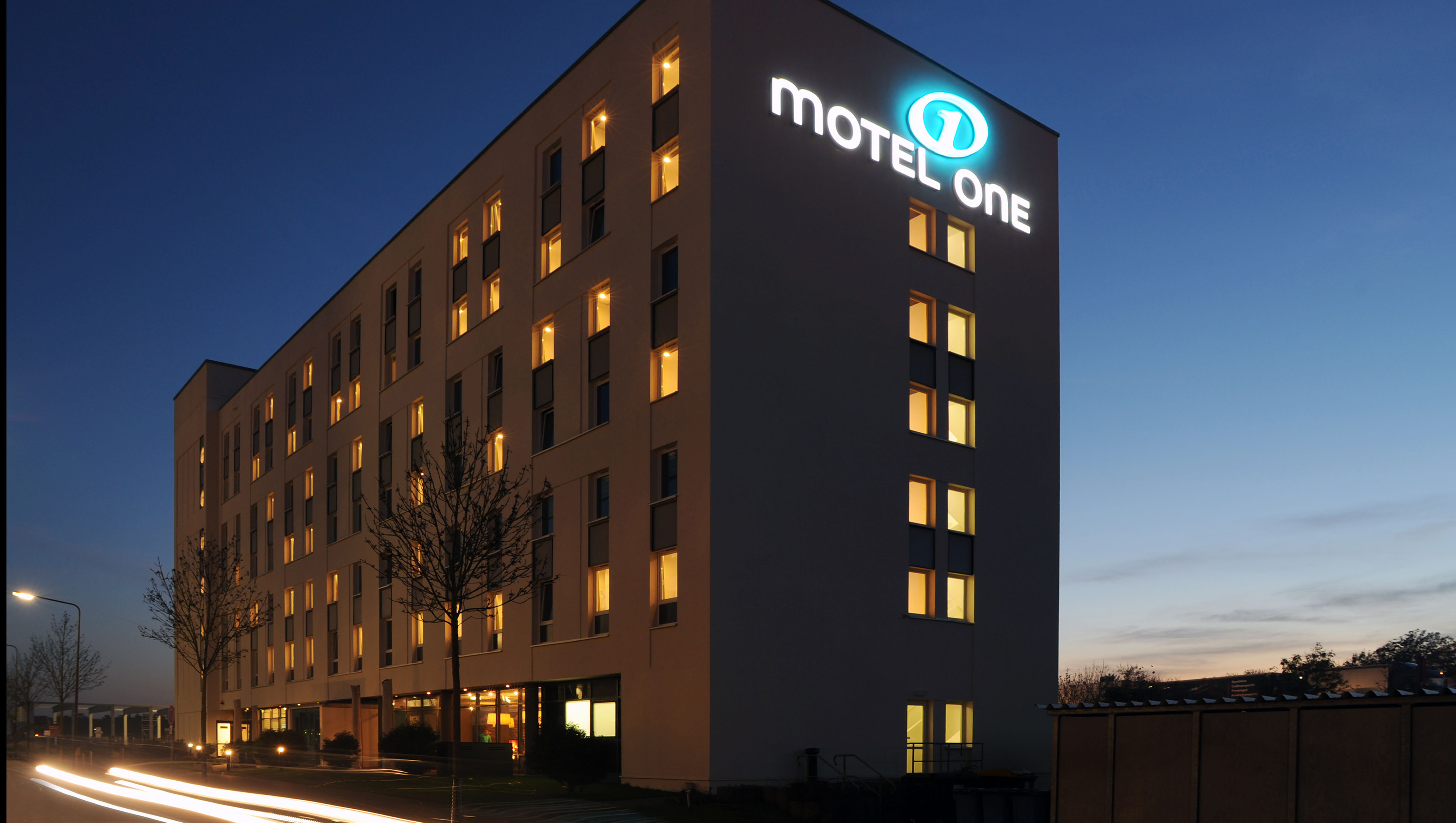 Flughafenhotel motel one frankfurt airport hotels for Design hotel taunus