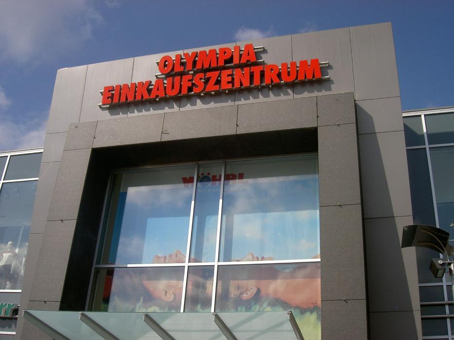 Olympia-Einkaufszentrum, Hanauer Straße in München