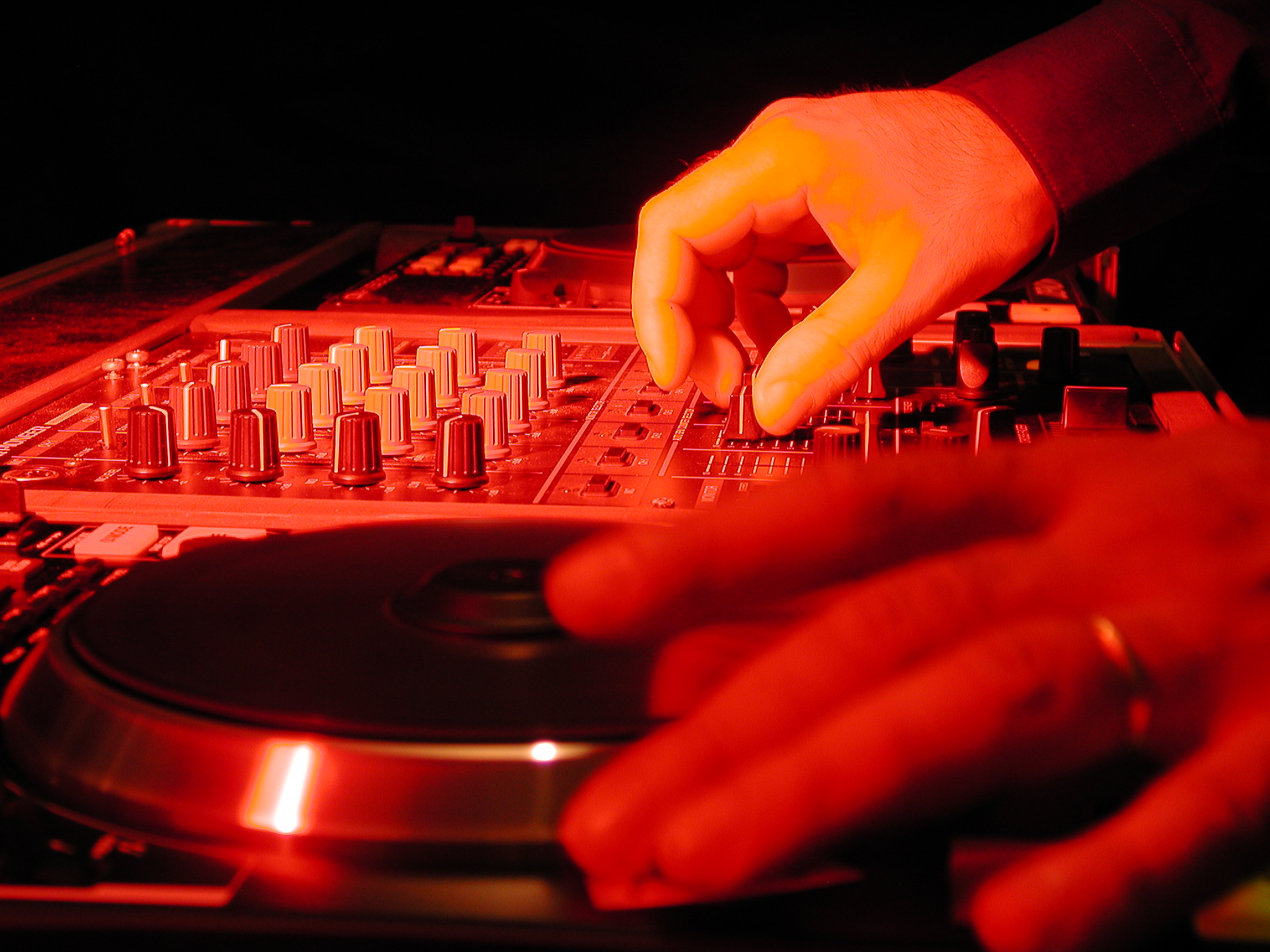 Didier DARMOUN artiste DJ evenementiel live mix animateur sonorisation eclairage