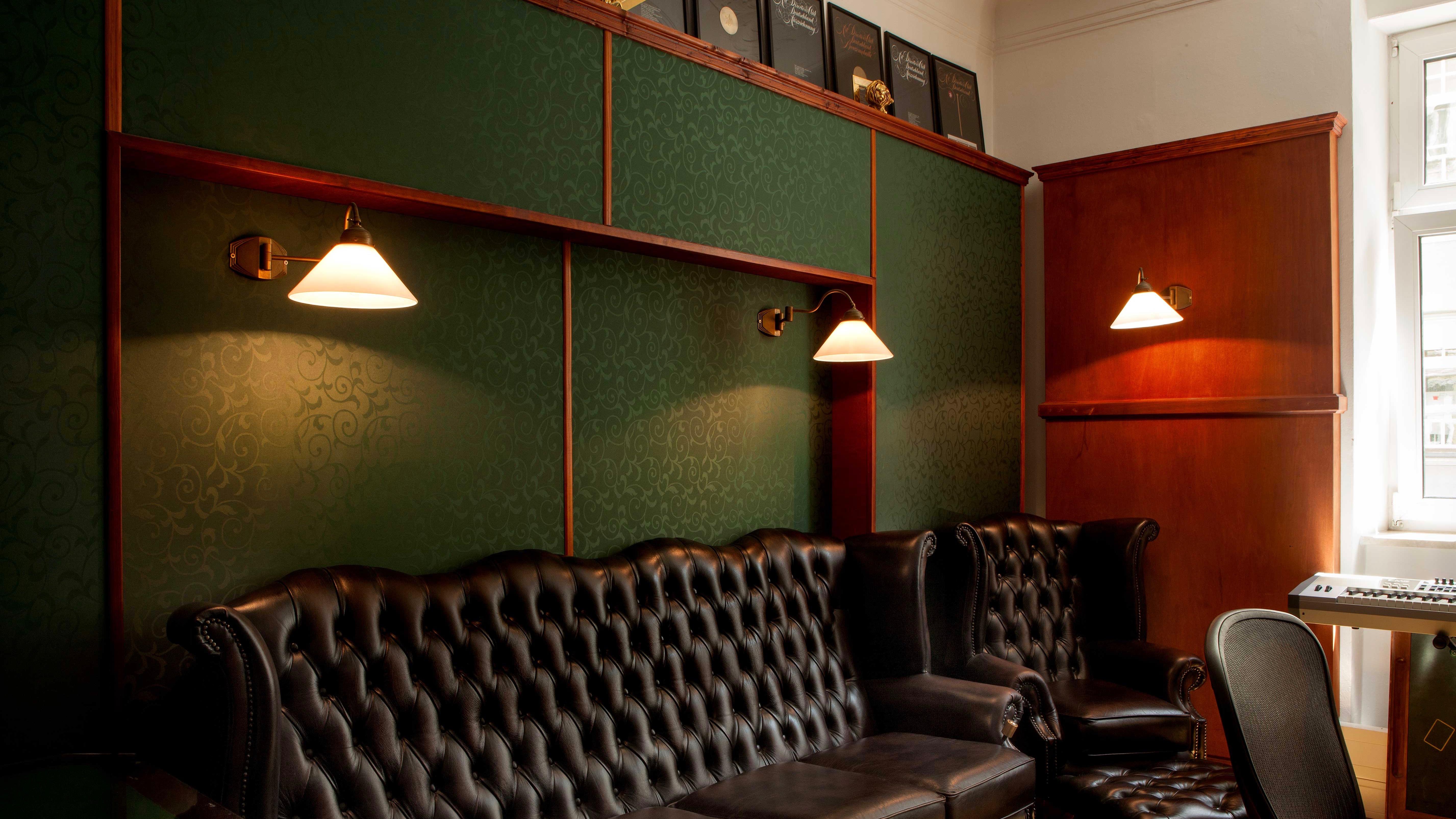 neue westpark studios tonstudio m nchen sprachaufnahmen radiowerbung tonaufnahmestudios. Black Bedroom Furniture Sets. Home Design Ideas