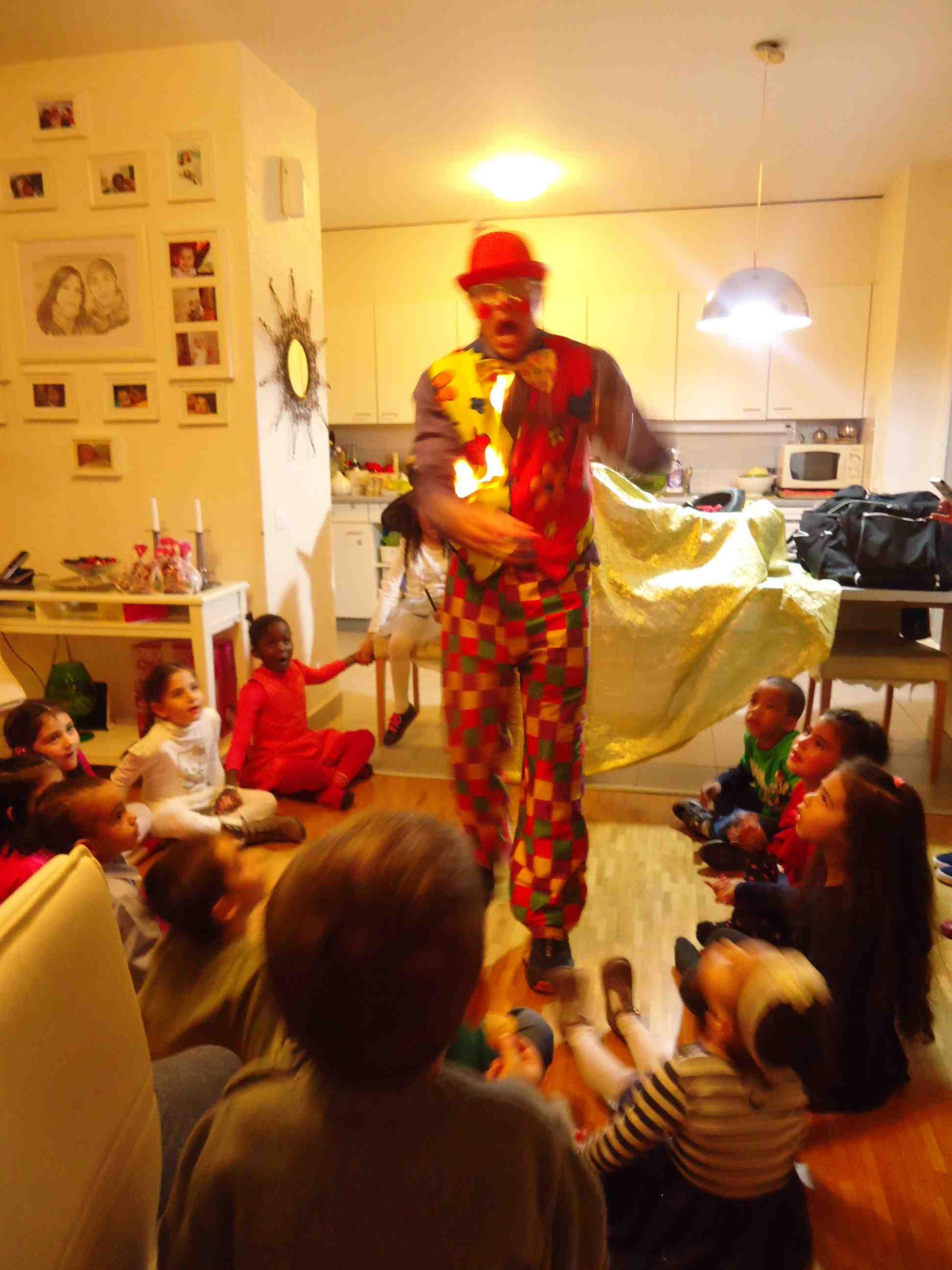 clown Genève freddo magicien Vaud animation anniversaire pour enfant