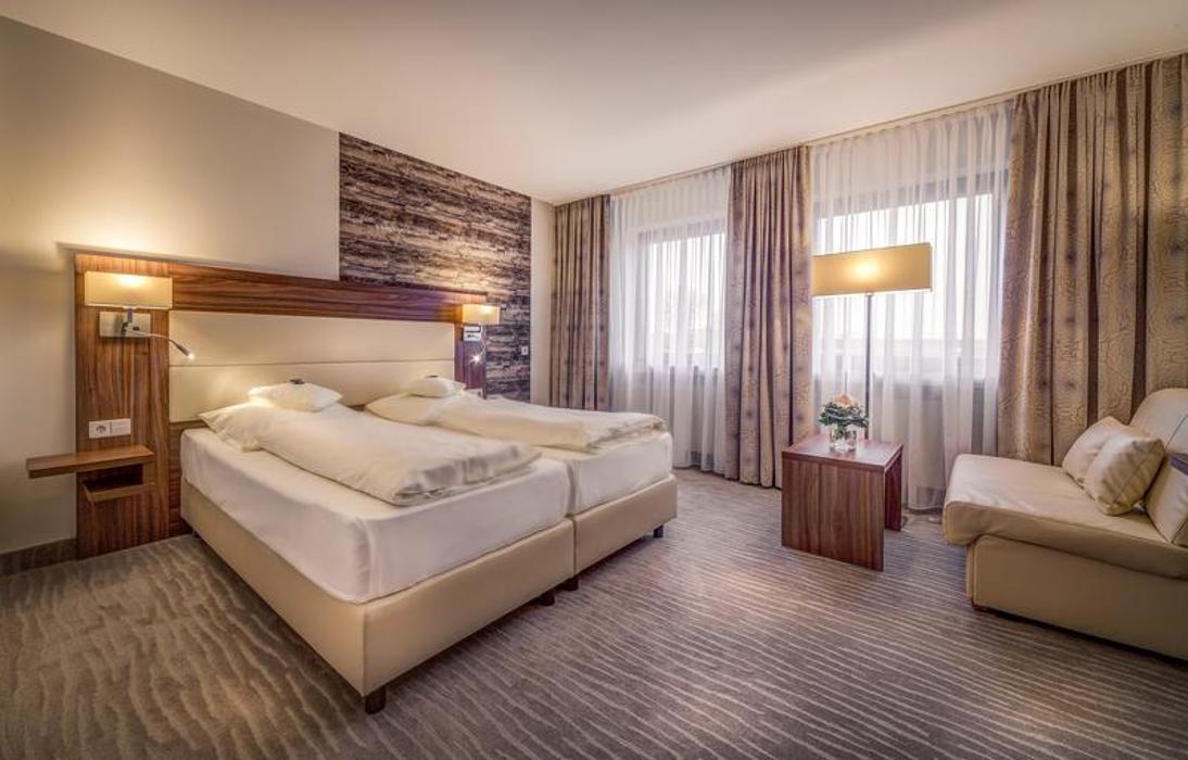 meinl hotel restaurant ohg neu ulm marbacher stra e 4 ffnungszeiten angebote. Black Bedroom Furniture Sets. Home Design Ideas