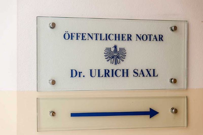 Notar Dr. Ulrich Saxl