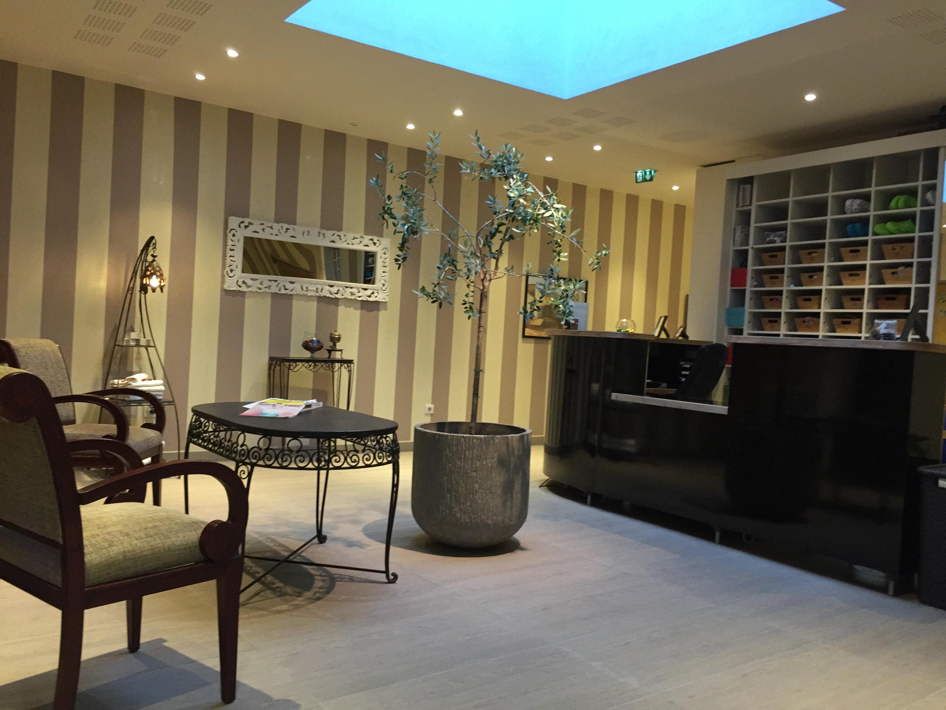 manicure et pedicure saint denis infobel france. Black Bedroom Furniture Sets. Home Design Ideas