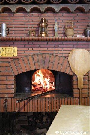 Pizzeria Napoli Chez Nicolo & Franco Morreale