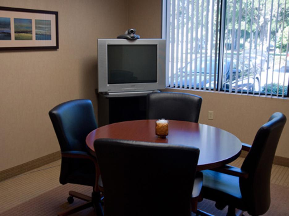 Regus - Florida, Tampa - Woodland Corporate Center (Office Suites Plus) - Tampa, FL