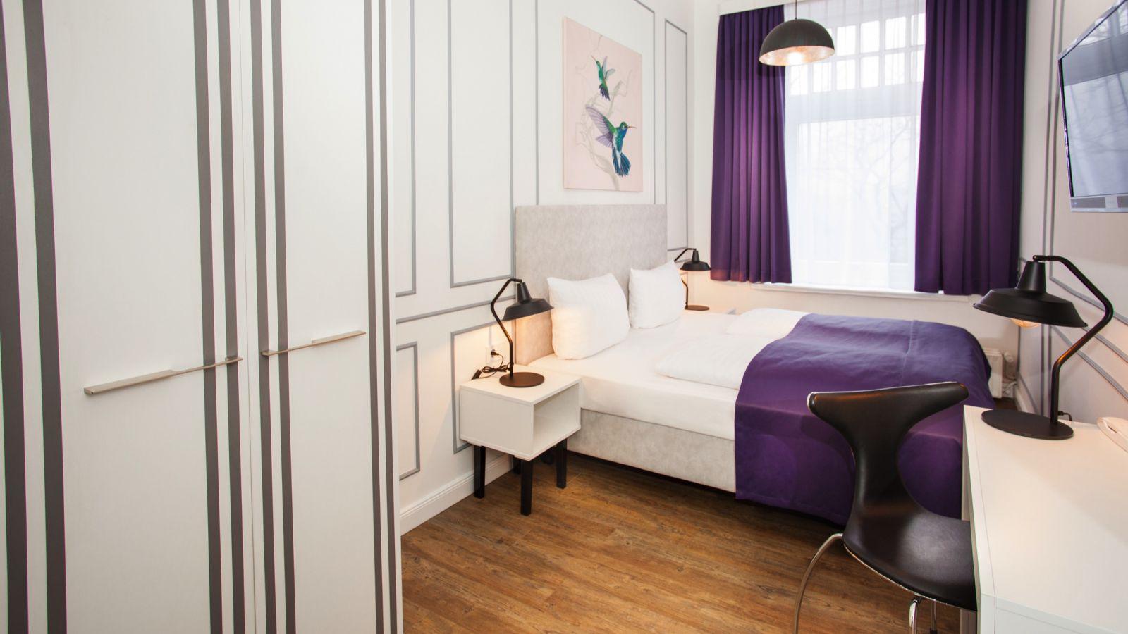 boutique 056 hamburg central in hamburg branchenbuch deutschland. Black Bedroom Furniture Sets. Home Design Ideas